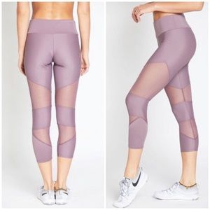 Onzie Cut Out Mesh Panel Capri Leggings